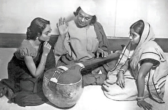 Nazrul teaching music to his disciples